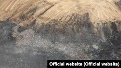 Алматы маңындағы өртенген қоқыс полигонының төбеден түсірілген суреті. Төтенше жағдайлар комитетінің таратқан суреті.