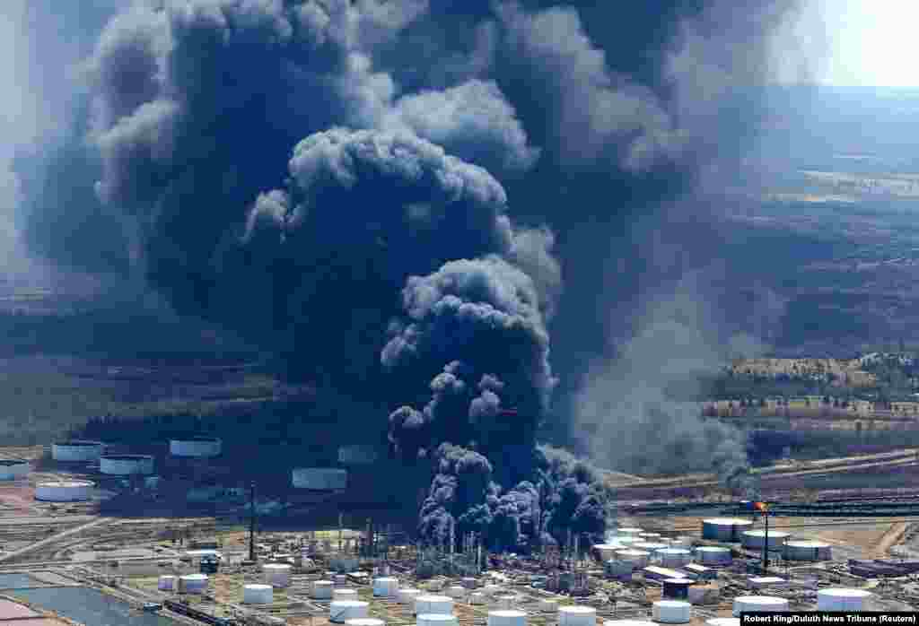 Black smoke rises from the Husky Energy oil refinery following an explosion in Superior, Wisconsin. (Reuters/Robert King/Duluth News Tribune)