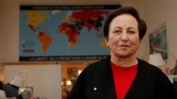 شیرین عبادی در یک نشست خبری در مقر گزارشگران بدون مرز در پاریس در بهمن ۹۷