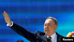Kazakhtsan -- Kazakh President Nursultan Nazarbaev waves to audience as he attends celebrations to mark Kazakhstan People's Unity Day in Almaty, May 1, 2016