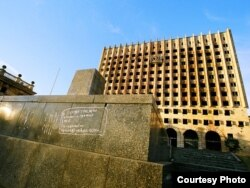 Заброшенный Дом правительства в Сухуми – один из главных символов грузино-абхазской войны 1992 01501993 годов