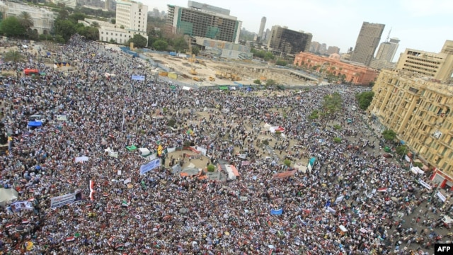 Thousands of Muslim Brotherhood and Salafist movement supporters have been protesting in a demonstration on Tahrir Square in Cairo. (file photo)