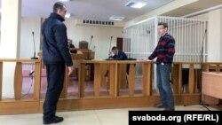 Алесь Лагвінец глядзіць у вочы АМАПаўцу Аляксандру Кавальчуку
