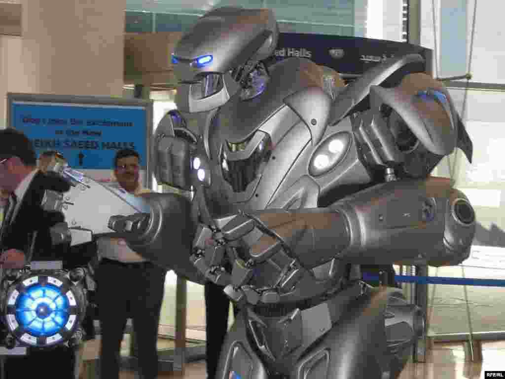 ربات تایتان - نمایشگاه جیتکس دبی