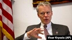 Ambasadori i SHBA-së në Prishtinë, Greg Delawie