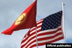 Флаги Кыргызстана и США