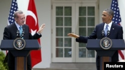 ԱՄՆ -- ԱՄՆ նախագահ Բարաք Օբաման (աջ) եւ Թուրքիայի վարչապետը համատեղ մամուլի ասուլիսում, 16-ը մայիսի, 2013