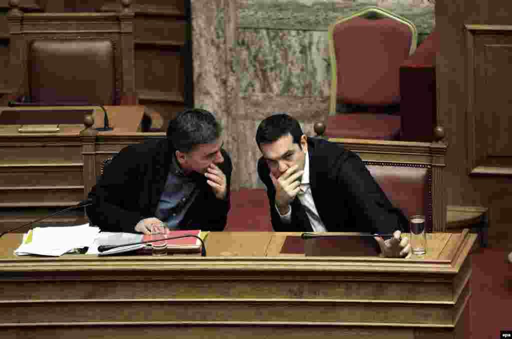 ГРЦИЈА - Надлежниот за надворешна политика во опозициската Нова демократија, Јоргос Кумуцакос, во име на неговата партија, побара на увид да бидат доставени целиот македонски Устав и текстот со оставката на поранешниот шеф на грчката дипломатија Никос Коѕијас.
