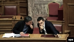 Kryeministri grek, Alexis Tsipras (Djathtas) dhe ministri i Financave, Euclid Tsakalotos, Athine, 1 dhjetor 2015