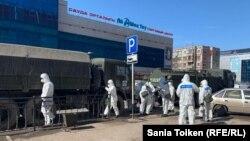 Дезинфекция улиц в закрытом на карантин Нур-Султане. 20 марта 2020 года.