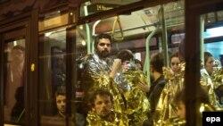 Supraviețuitorii concertului din Sala Bataclan evacuați cu un autobuz vineri noaptea