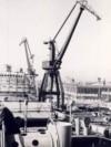 Flota era, pentru Ceaușescu, una dintre cele mai prețioase perle ale bastonului de președinte. În fotografie, la Galați se asamblează un mineralier de mare tonaj. Sursa: comunismulinromania.ro (MNIR)