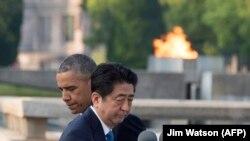 Барак Обама жана Синзо Абэ. Хиросима, 27-май, 2016-жыл.