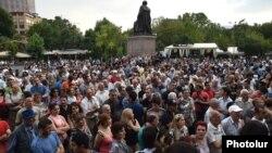 Нааразылык акциясы Эркиндик аянтында жанданды. 6-июль, 2015-жыл