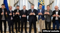 Президент України Петро Порошенко зустрівся з організаторами та ведучими «Євробачення 2017». Київ, 15 травня 2017 року