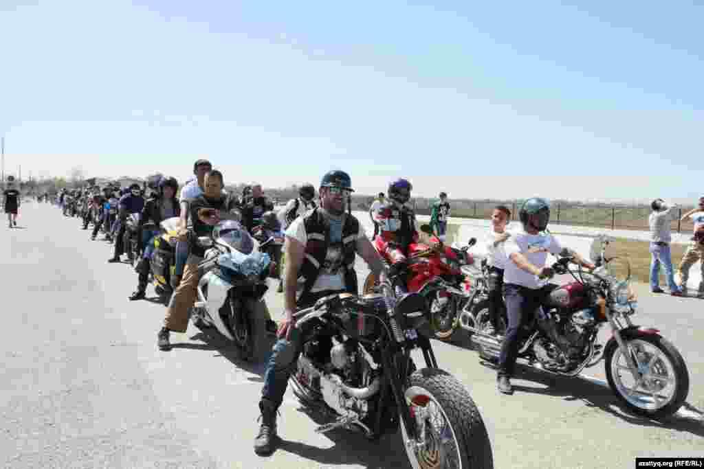 На открытии мотосезона в Ташкенте можно было увидетьсамую разнообразную мототехнику: отпростых скутеров досамых навороченных мотоциклов.