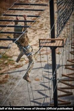 В навчально-тренувальному центрі також здобувають навички гірської підготовки. Фото Генерального штабу ЗСУ
