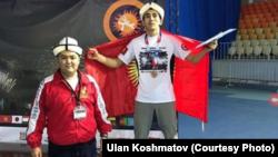 Чынгыз со своим тренером Уланом Кошматовым.
