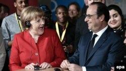Angela Merkel dhe Francois Hollande gjatë takimit të tyre në qytetin Mec
