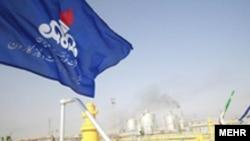 عکسی از تاسیسات نفتی ایران.