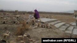 Türkmenistanyň häzirki Gökdepe etrabynda gadymy Gökdepe galasynyň ýerleşen ýeri. Gökdepe, ýanwar, 2011.