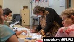 ناظران مستقلی که انتخابات اخیر ریاست جمهوری در بلاروس را نظارت کردند توقیف شده اند.
