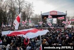 Бел-чырвона-белы сьцяг на сьвяткаваньні 100 год БНР у Менску, 25 сакавіка 2018