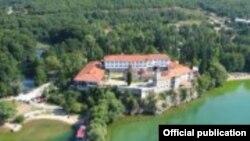 Се побројни туристите кои го посетуваат манастирскиот комплекс Св. Наум и изворите на Црн Дрим