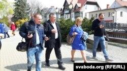 Ірына Новік сярод горадзенскіх журналістаў падчас працы