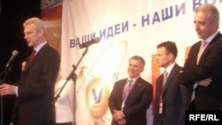 Пока министр образования Андрей Фурсенко выступает, в России проходят митинги в защиту бесплатного образования