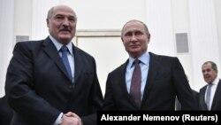 Президент Беларуси Александр Лукашенко (слева) и президент России Владимир Путин на встрече в Кремле. Москва, 25 декабря 2018 года.