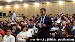 Представители кыргызской диаспоры в Москве на встрече с Алмазбеком Атамбаевым. 21 июня 2017 г.