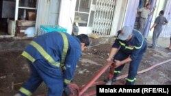 رجال إطفاء عراقيون في مهمة إطفاء حريق سابق ببغداد