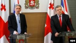 Британскиот министер за надворешни работи Филип Хамонд и грузискиот премиер Гиорги Квирикашвили