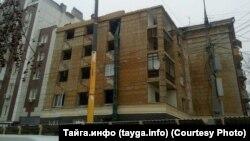 Снос аварийного нерасселенного дома в Новосибирске по ул. Урицкого, 17