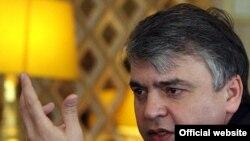 آقای صفراف می گوید که اگر سوخت نیروگاه بوشهر تا اواخر مارس به ایران نرسد مسئولان ایرانی تصور خواهند کرد که مسکو با تهران بازی می کند.