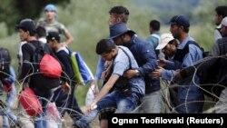 فیصل: رئیس اجرائیه افغانستان گفته است که روند برگشت مهاجرین باید اجباری نباشد.