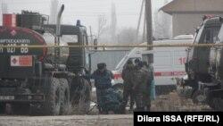 Сотрудники силовых органов в селе Бурыл. Жамбылская область, 17 февраля 2016 года.