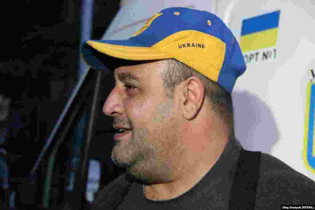 До акції протесту приєднався також відомий волонтер та медик Армен Нікогосян