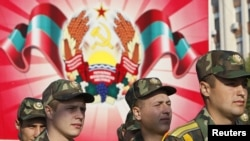 Soldaţi transnistreni la parada militară de la Tiraspol, 2 septembrie 2012.