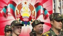 Soldaţi transnistreni la parada militară de la Tiraspol. 2 septembrie 2012