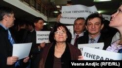 Atmosfera ispred sudnice pred početak suđenja Bosiljki Mladić, 5. april 2011.