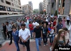 Yerevanda nəqliyyatda gediş haqqının artırılmasına etirazlar, 28 iyul, 2013