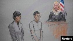 На рисунке с суда в Бостоне Диас Кадырбаев и Азамат Тажаяков (справа). 1 мая 2013 года.