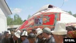 Депутат С.Кадыралиевди айылында акыркы сапарга узатуу