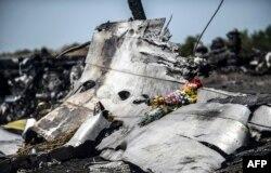 MH17 təyyarəsinin qalıqları