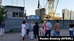 """Астанадағы """"Тамаша үй"""" тұрғын үй кешенінің үлескерлері. 25 маусым 2015 жыл."""