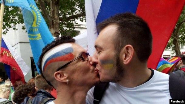 Два гея совратили своего общего друга  фотография