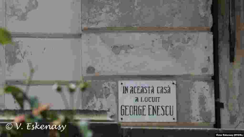 """La Casa Memorială """"G. Enescu"""", în București..."""