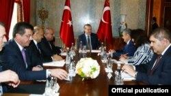Быйыл февраль айында түрк президенти Эрдоган Өзбекстандын премьер-министринин ошол учурдагы орун басары Рустам Азимовду Стамбулда кабыл алган.